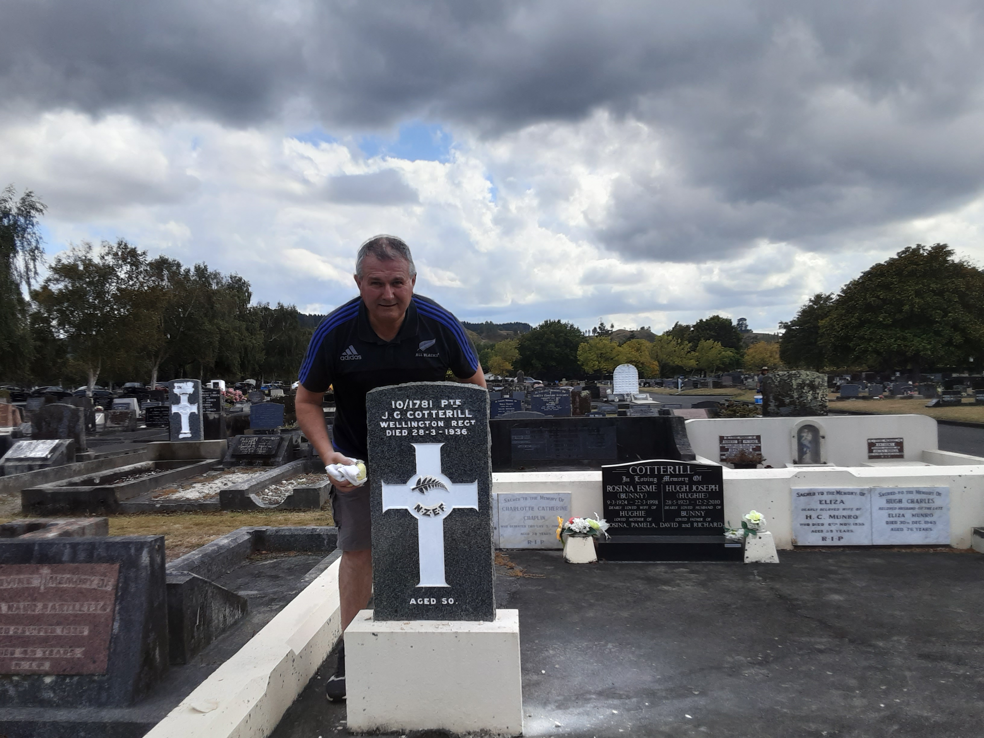 Warrant Officer Emeritus Chris Jansen with a headstone restored in Whanganui