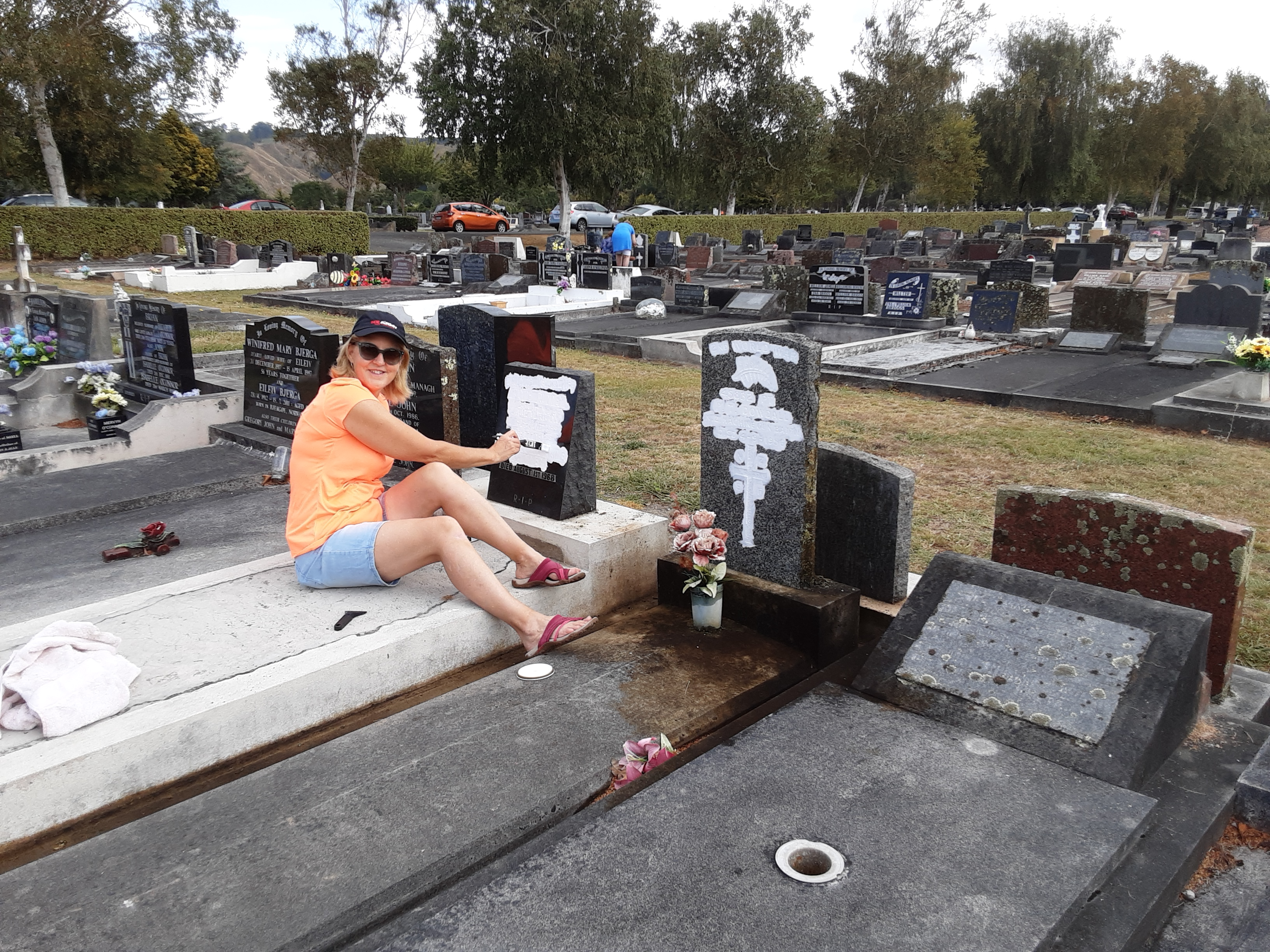 Former 5WWCT member Captain Emerita Hon Heather Roy (also a former Associate Defence Minister) restoring the lettering on two service graves in Whanganui